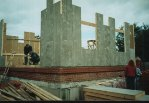 Железнобетонные сваи для постройки фундамента