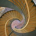 Деревянная лестница в доме - правильный выбор