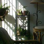 Интерьер загородного дома эконом класса в современном стиле